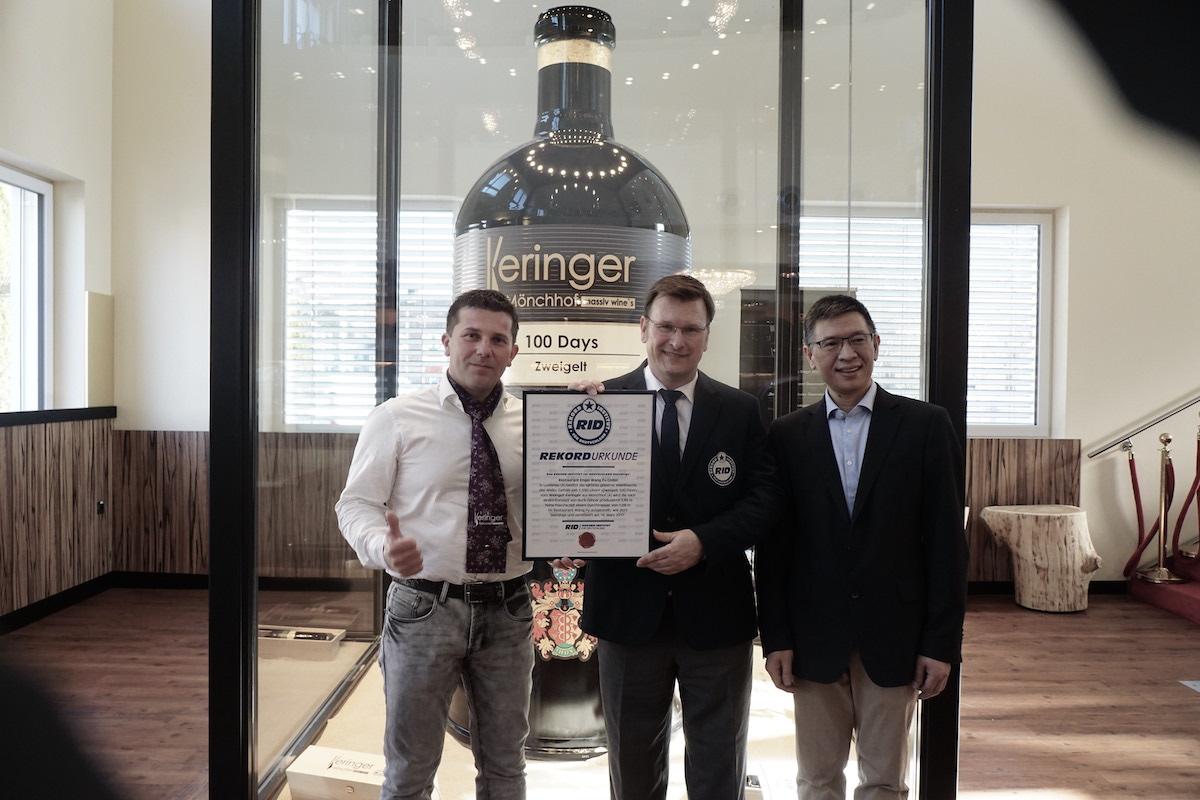 Urkundenverleihung 2017 mit Yewei (EngelWangFu) Robert Keringer (WeingutKeringer) Olav Kuchenbecker (RecordInstitut) Copyright H-J Luntzer