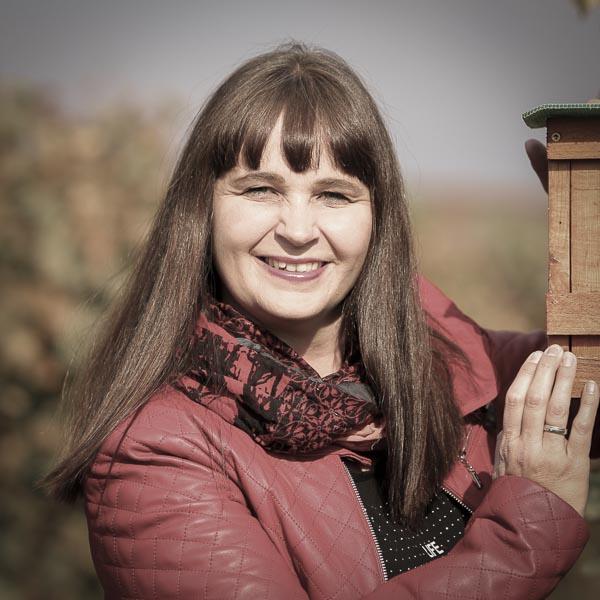 Marietta Keringer im Weingarten